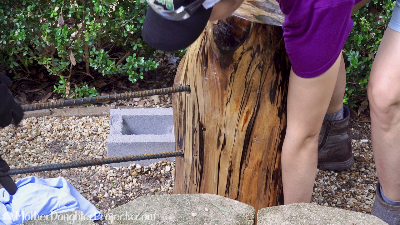 Learn how to turn a stump into a bench for around the backyard bonfire. Also uses a $2 concrete block from Home Depot.