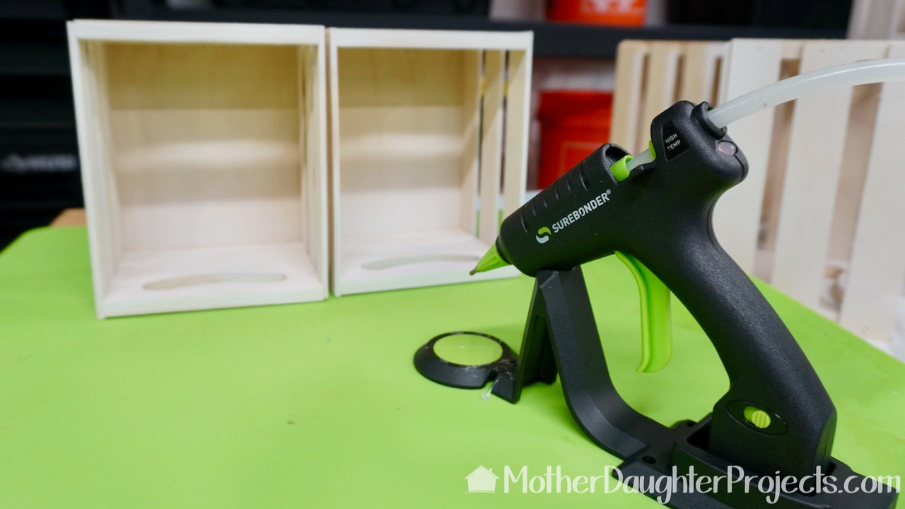 This is a Surebonder cord free mini hot glue gun.