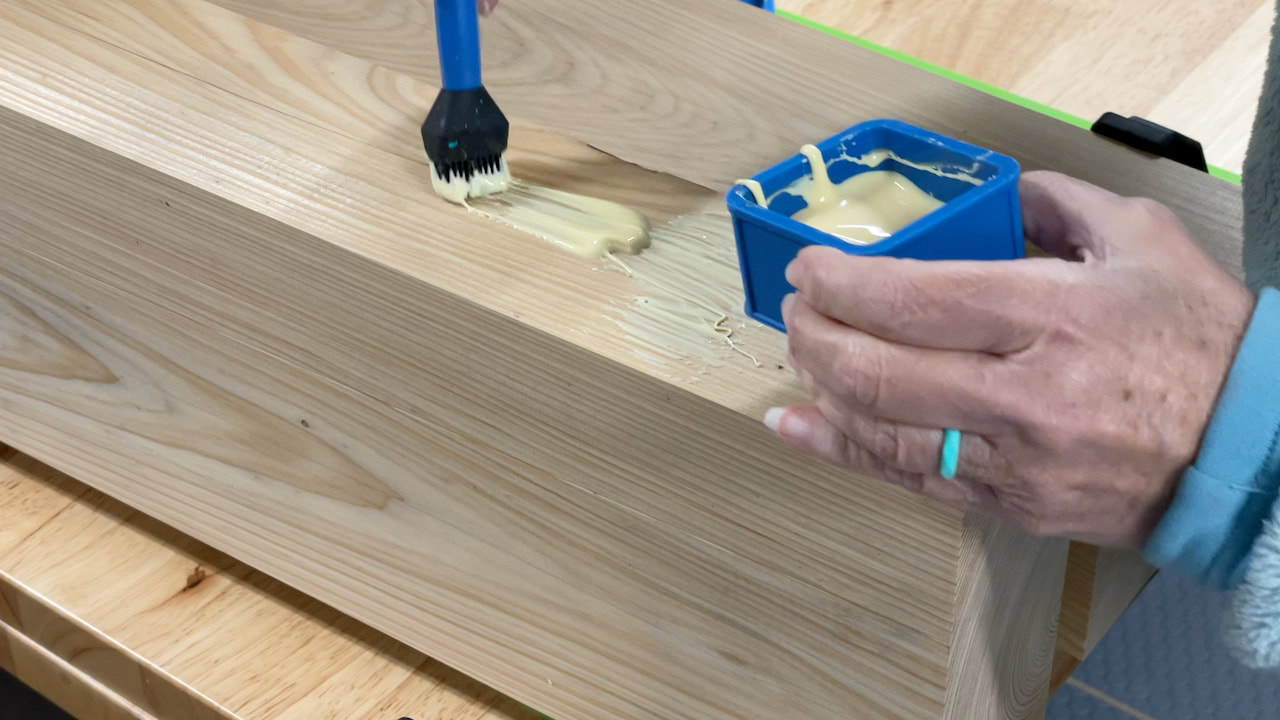We used a Rockler glue brush and covered glue containers to add glue to the boards.