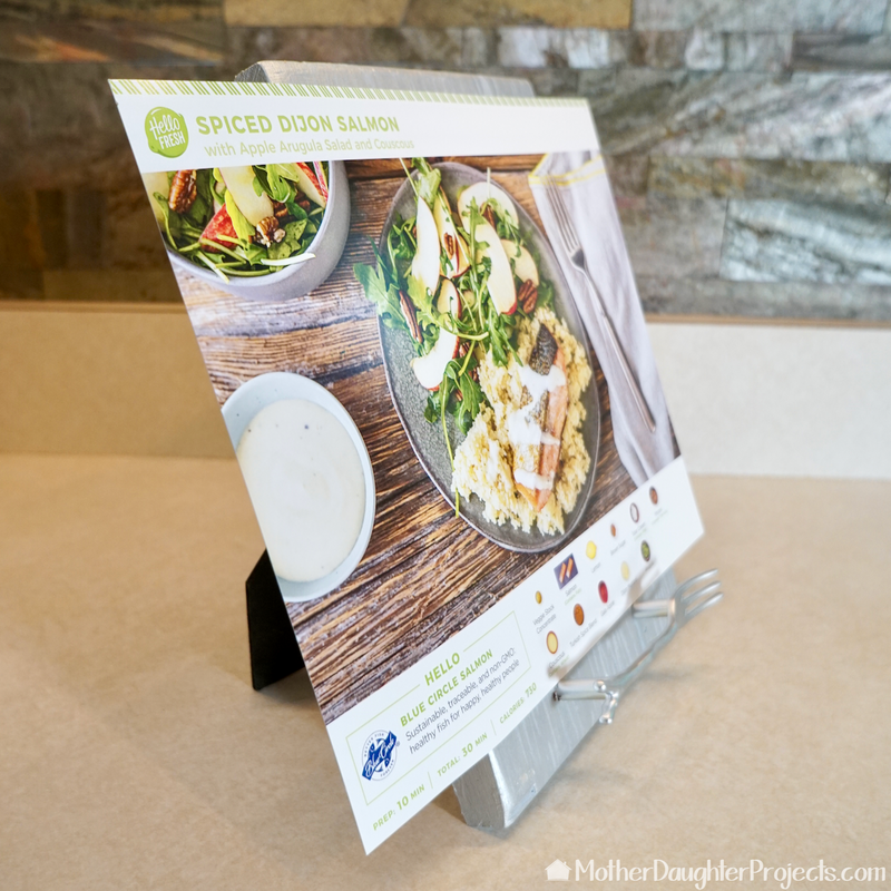 The stand can hold recipes cards of many sizes.