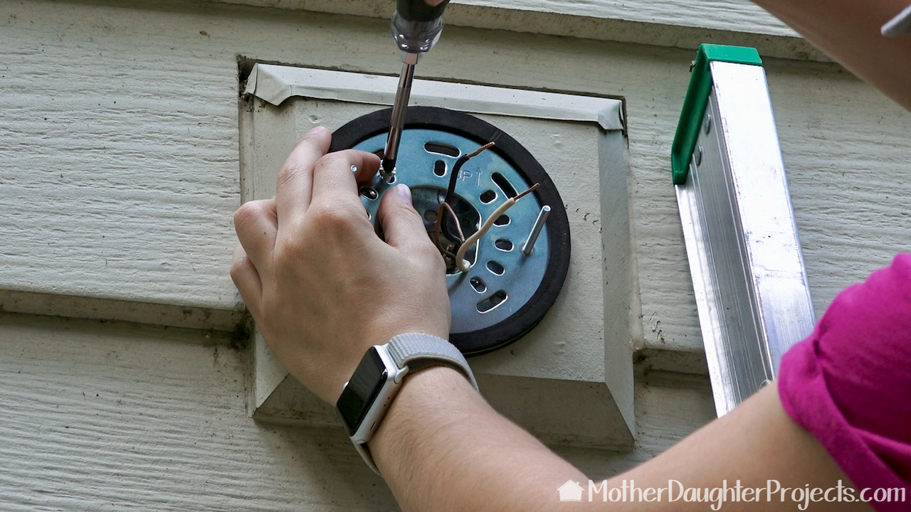 Attaching the Ring Outdoor Wi-Fi Cam with Motion Activated Floodlight base.