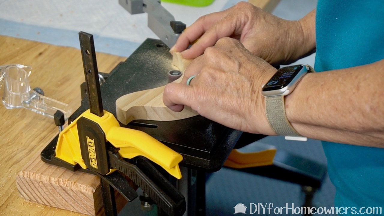 Using the Dremel Lite 4V rotary tool in the Dremel shaper router table..